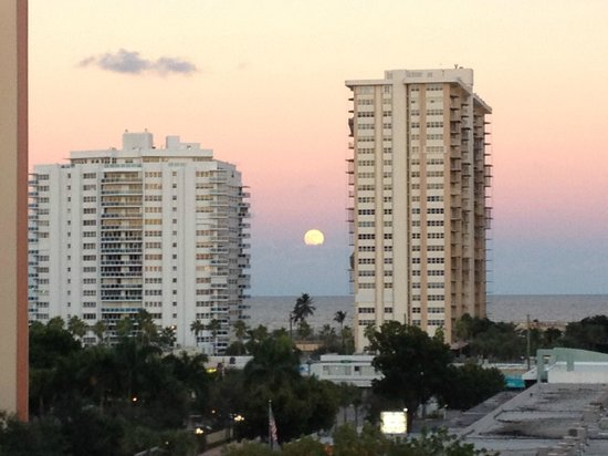 Residence Inn Fort Lauderdale Intracoastal / Il Lugano : Vista do Quarto (frontal Hotel) ao entardecer