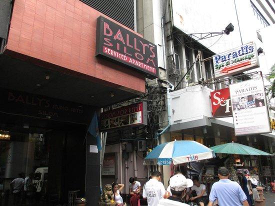 D Varee Diva Bally Silom, Bangkok: Hotel Entrance