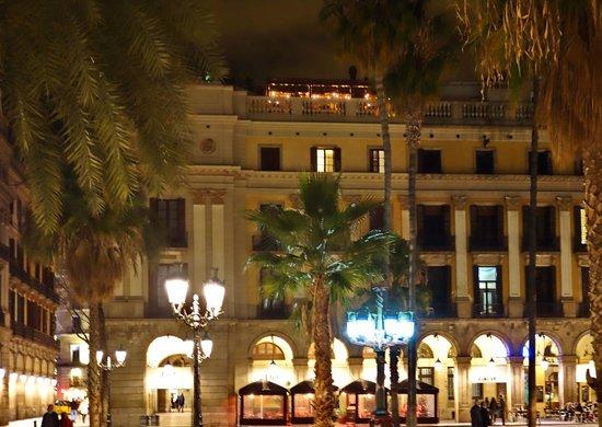 Hotel DO: bei Nacht