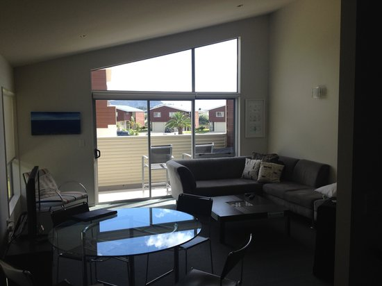 Oceans Resort Whitianga: Large and luxurious living room