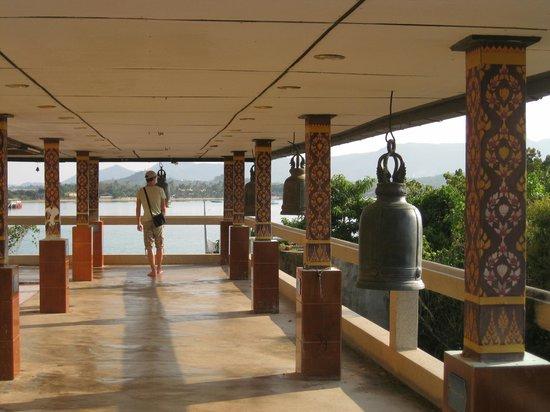 Big Buddha Temple (Wat Phra Yai): У Будды