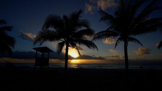Hotel Riu Palace Riviera Maya: beach sunrise