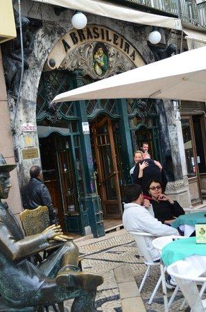 Cafe A Brasileira : Fachada y terraza