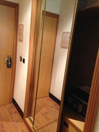 Saray Hotel: Entrada habitación