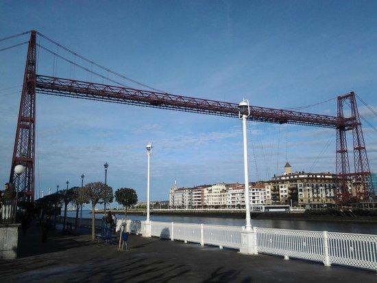 Puente Bizkaia : Vista del Puente Colgante desde el muelle de Portugalete.