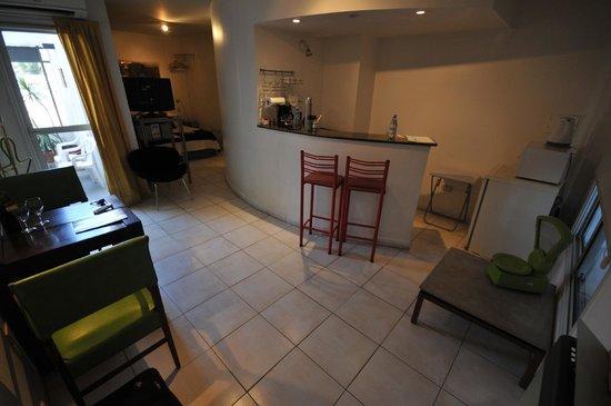 Modigliani Art & Design Suites Mendoza: Kitchen/Bar