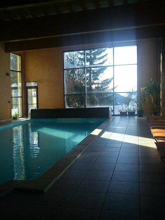 Hotel la Vanoise : La piscine avec vue sur les pistes