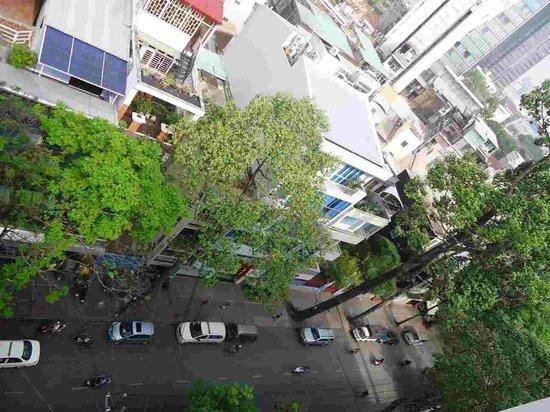 Ruby River Hotel : View of street down below