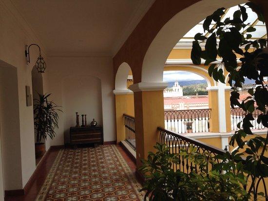 Parador Santa Maria la Real: Passageway view