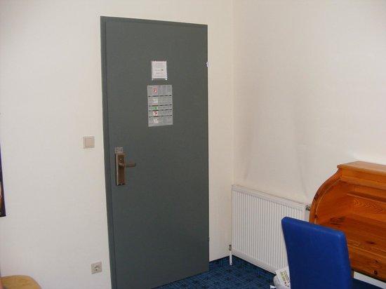 The Art Hotel Vienna : room door