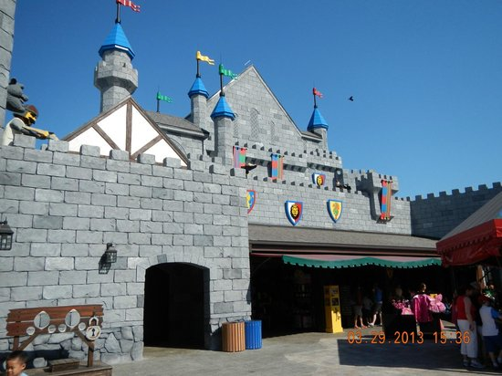 Entering the castle area picture of legoland florida for Castle haven cabins