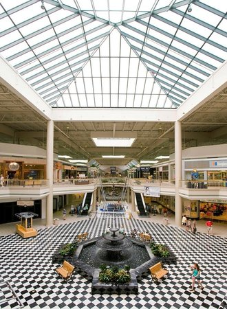 Discover shopping in Roanoke, VA with antique shops, farmers markets, boutiques and the Valley View Mall. View our listings for details and locations.