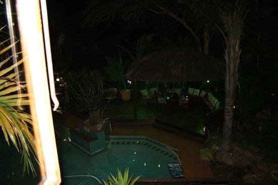 La Loggia B&B and Gateway Apartments: Vista piscina