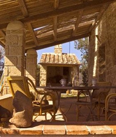 Podere Campopiano: forno a legna-portico casale