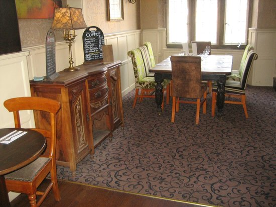 Cromwell Lodge: Dining area