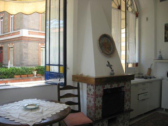 Villa Terrazza : Dining area w/ fireplace