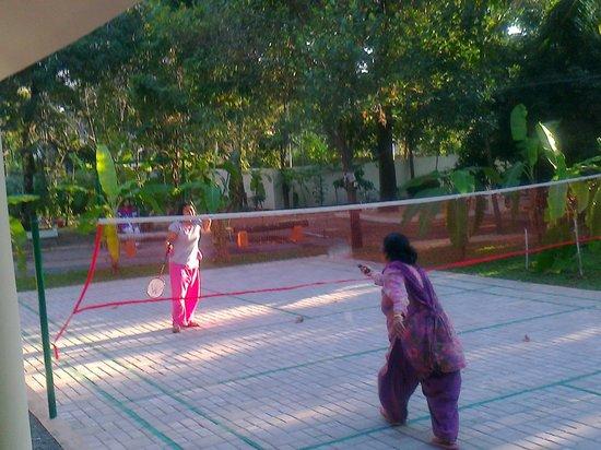 Palm Grove Service Villa: Family members are enjoying Badminton