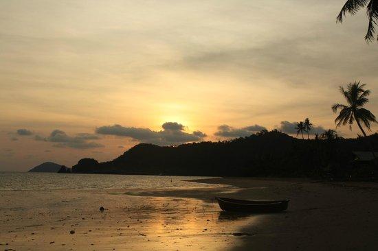 Holiday Beach Resort: Вид с пляжа