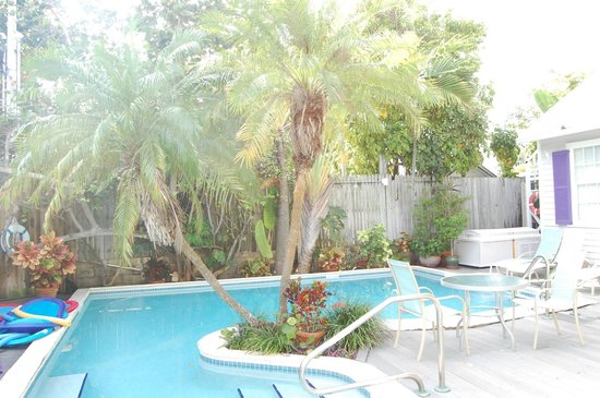 Marrero's Guest Mansion: Heated Pool