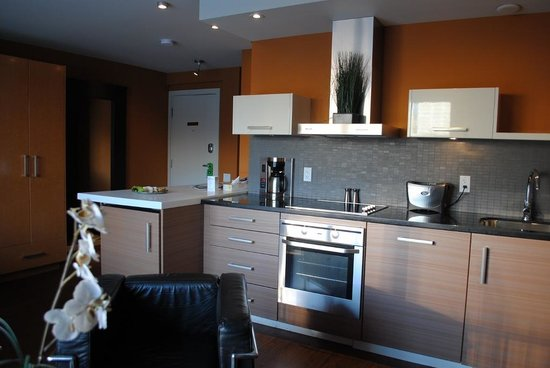 Attractive Nuvo Hotel Suites: Kitchenette