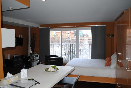 Nuvo Hotel Suites: Workspace