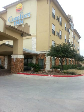 Comfort Inn Near SeaWorld: Beautiful Bldg . Thieves  think so too!