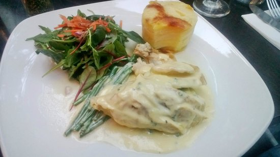 Mario's (Sandymount) Restaurant: Chicken,goats cheese,garlic patato