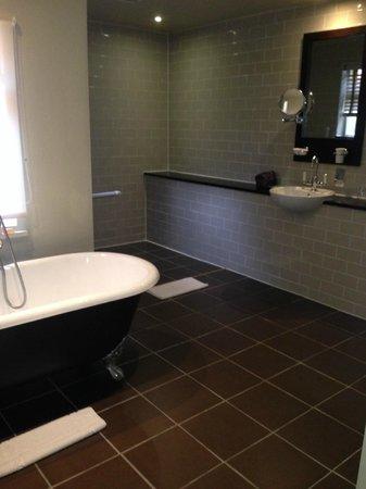 Stoke Place: Bathroom in Cottage 29 - Marlborough
