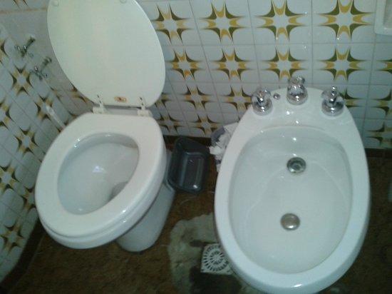 El Poncho Hostel: baño