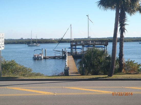 Night Swan Intracoastal Bed and Breakfast: Photo of dock