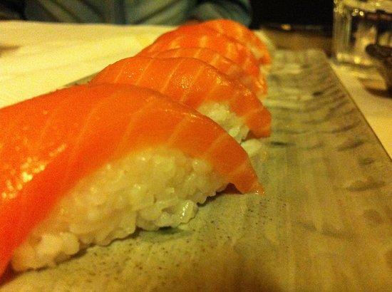 Sushi Ume: Nigiri al salmone