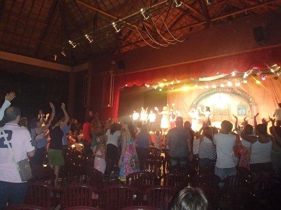 Viva Wyndham Maya : show en el teatro del viva