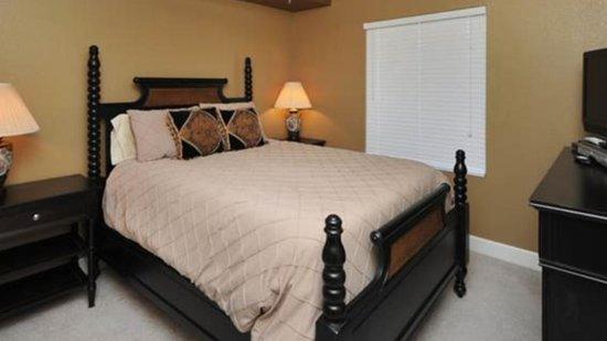 Tidewater Beach Resort: Master bedroom