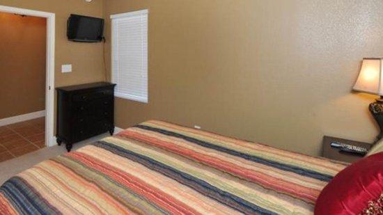 Tidewater Beach Resort: Guest bedroom