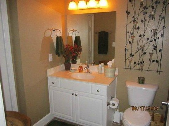 Tidewater Beach Resort : Master bathroom