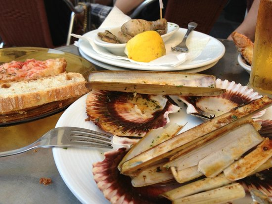 Restaurante Papitu: Vieiras, navajas, no queda nada, de lo bueno que estaba!