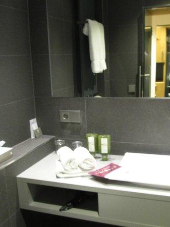 Hotel Tannhof : Badezimmer mit grossem Spiegel