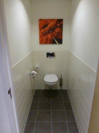 Golden Tulip Leiden Centre : The toilet was (too) simple.