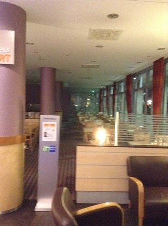Holiday Inn Express Berlin City Centre: dining area