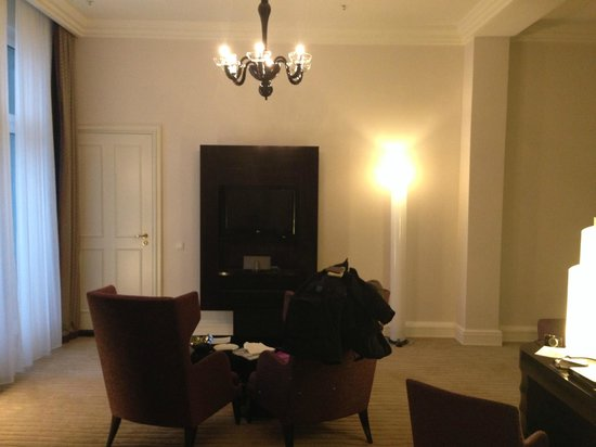 Hotel Atlantic Kempinski Hamburg: Living Room