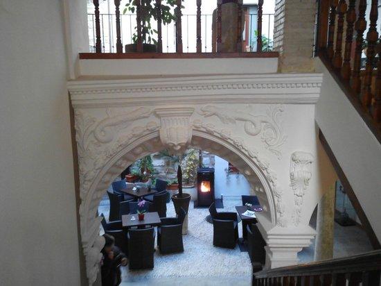Hotel Alvaro de Torres: Arco de acceso a la escalera