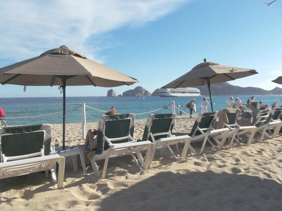 Villa del Arco Beach Resort & Spa Cabo San Lucas: Beach beautiful but hard to walk on.