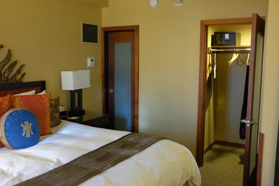 The Heathman Hotel: Another bathroom and a dressing room opens from the bedroom