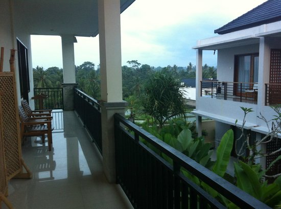 Putri Ayu Cottages: View from balcony outside room