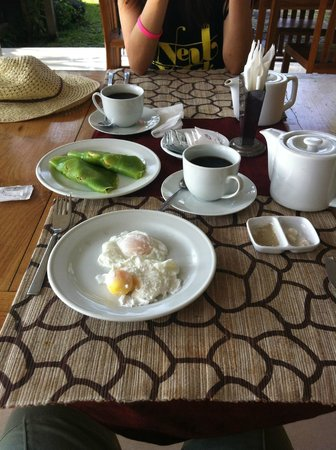 Putri Ayu Cottages: Breakfast. Simple and nice. Don't expect a 5 star meal though.