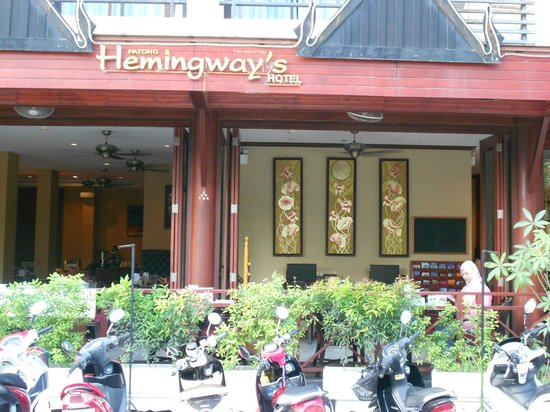 Patong Hemingway's Hotel : Front view