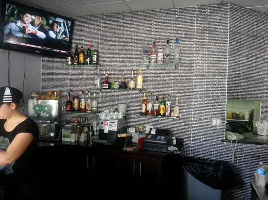 AL Pasha: Aldywan bar