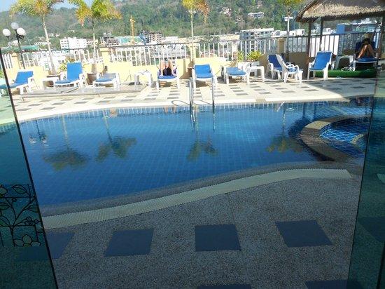 Patong Hemingway's Hotel: Pool on 8th floor