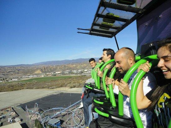 Six Flags Magic Mountain: Em cima do elevador...