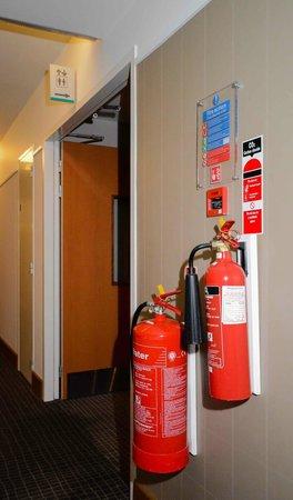 Novotel London ExCeL: Feuerlöscher im Hotelflur